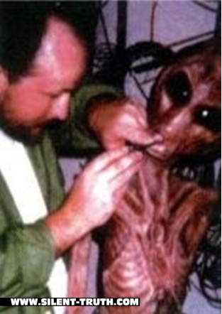 Alien_Interview_Victor_Image_2