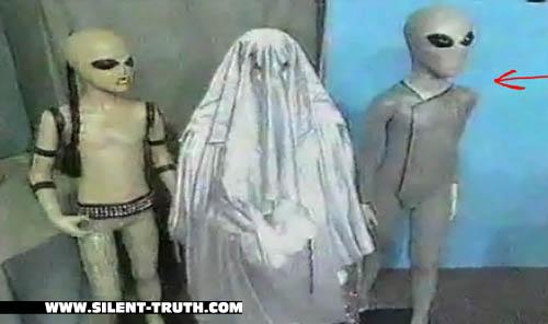 عروسک سمت راست ، عروسک گابریل است.