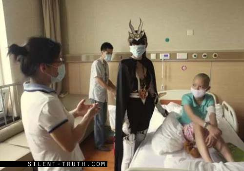 teleporting_alien_saves_man_in_china_video_image_9